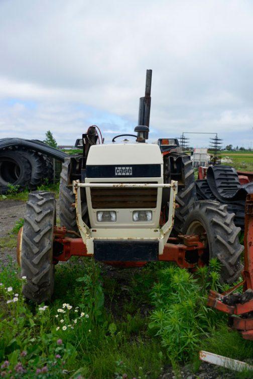 デビッド・ブラウン1390はtractordata.comによると1980年〜1984年の間、イギリスはヨークシャー州メルサムミルズ村の工場で作られ、当時のお値段は$22,100 (1983)だったそうです。