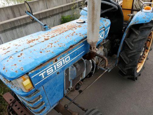 トラクター野郎さんはTS1910の写真も送ってくれました。サビサビですが、よく見ると欠損もなくて意外と程度が良さそうです。