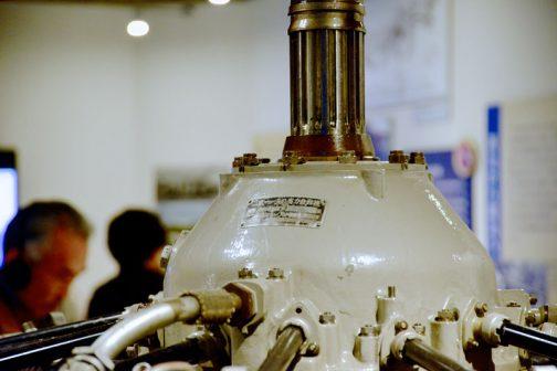 銘板には1150馬力と大きく書いてあります。というか、このエンジンの名前は「1150馬力」と受け取れる書き方・・・なんだかそれがおもしろいです。トラクターもそんな感じがありますが、当時の飛行機は馬力で決まる感じだったのでしょう。