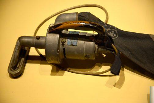 こちらは掃除機。今でもこんな形のものはありますよね。