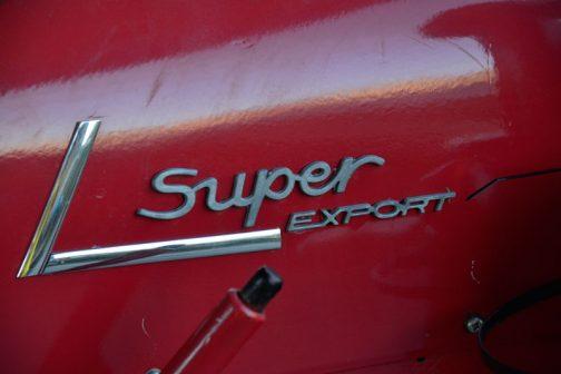 tractordata.comによればポルシェスーパーは1957〜1963年。空冷4サイクル3気筒ディーゼル2466ccで、馬力は38馬力とありますが、他のサイトでは1956〜1963年。34馬力という記述も見られます。