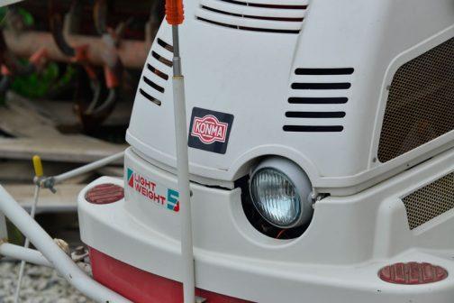 ヘッドライトに青みがかかっています。メーカーは・・・KONMA・・・なんだろう・・・日本のメーカーじゃないのかな・・・