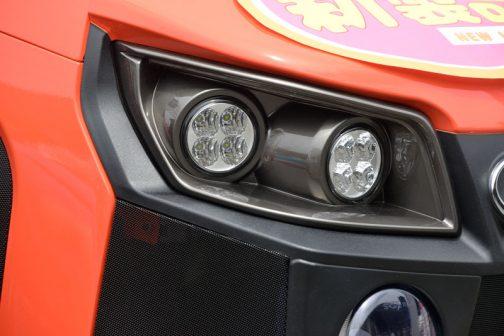新型レクシア・クボタMR1000 特徴的なLEDライト。