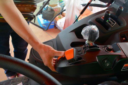 新型レクシア・クボタMR1000 指先で操作できる感じですよね!
