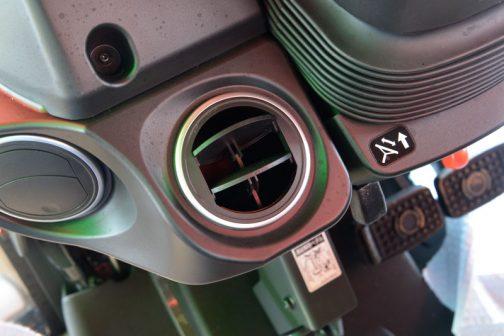 新型レクシア・クボタMR1000 吹き出し口にシルバーのアクセントが入っています。Nさん、このような部分も気に入っているみたいでした。