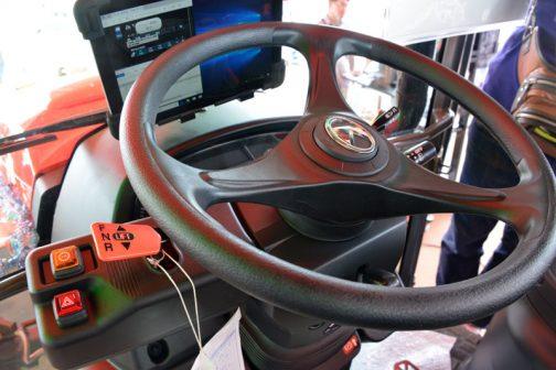 新型レクシア・クボタMR1000 Nさん、「ハンドルのセンターマークもゴージャスになっている」と話していたと思います。