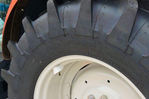 クボタ新型レクシアMR800 タイヤはミシュラン。AGRIBIB