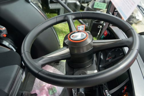新型スラッガーSL450です。 黒の中にオレンジのアクセントが印象的なハンドル。