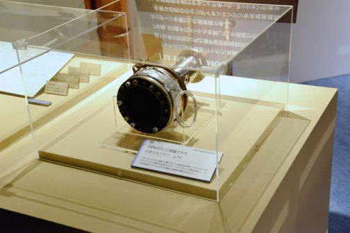 そのはやぶさのイオンエンジンが展示されていました。 直径は10センチちょっとくらいだったか・・・こんなもの4つで60億キロですか・・・