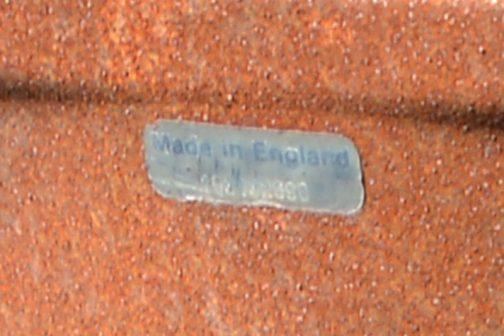 椅子の背中を拡大すると、Made in England
