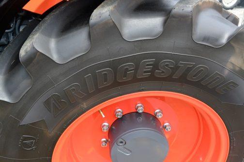 タイヤはブリヂストン。