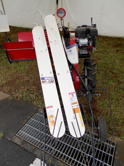 ワドー(和同産業)・ビーンハーベスター で、この長ーいエスカレーターで上に運ばれます。