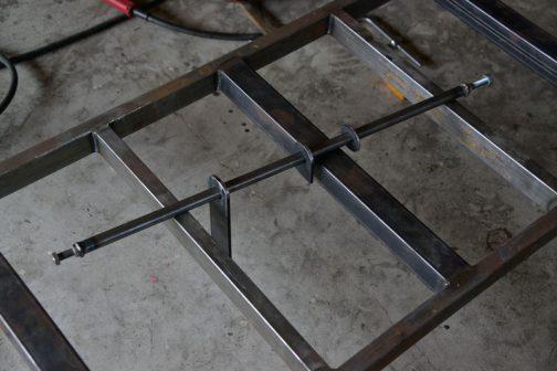 加工した部品を使ってステアリングシャフトを作ります。