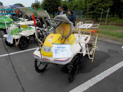 赤の後ろは黄色。イセキ常陽田植機PP4Sです。購入初年度は2000年。 中古税込価格 ¥163,000