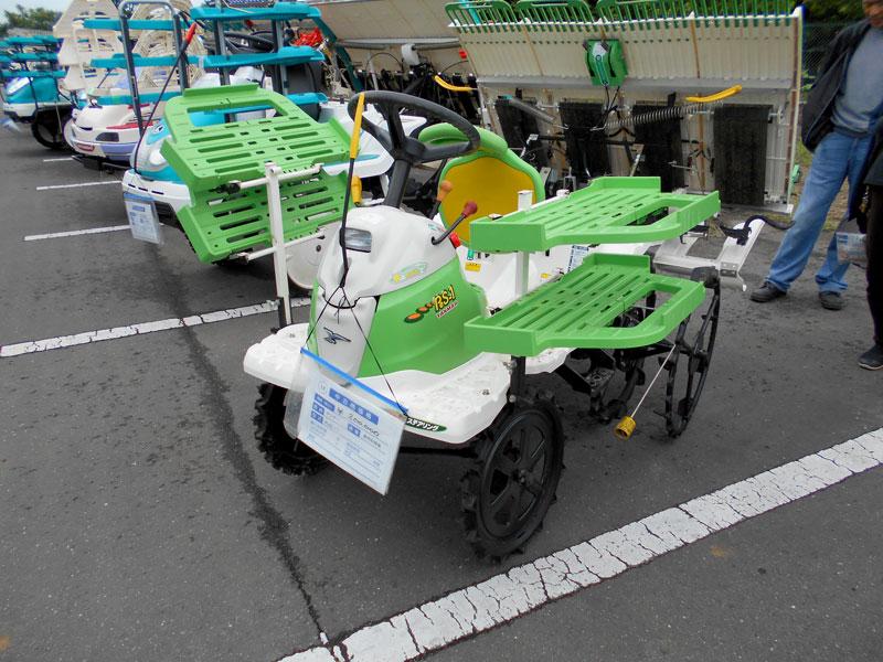 ヤンマー田植機PeS-1です。Pe-1の後継機は緑なんですねぇ・・・ 中古税込価格 ¥200,000