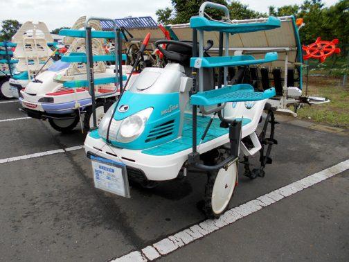 緑の後はまたターコイズ。 クボタ田植機SPU500です。中古税込価格 ¥560,000
