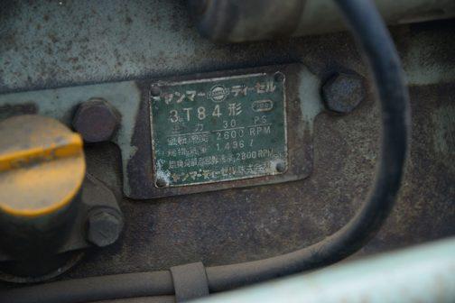 エンジンはヤンマーディーゼル3T84形 3気筒のディーゼル、1496cc、30馬力/2600rpmです。