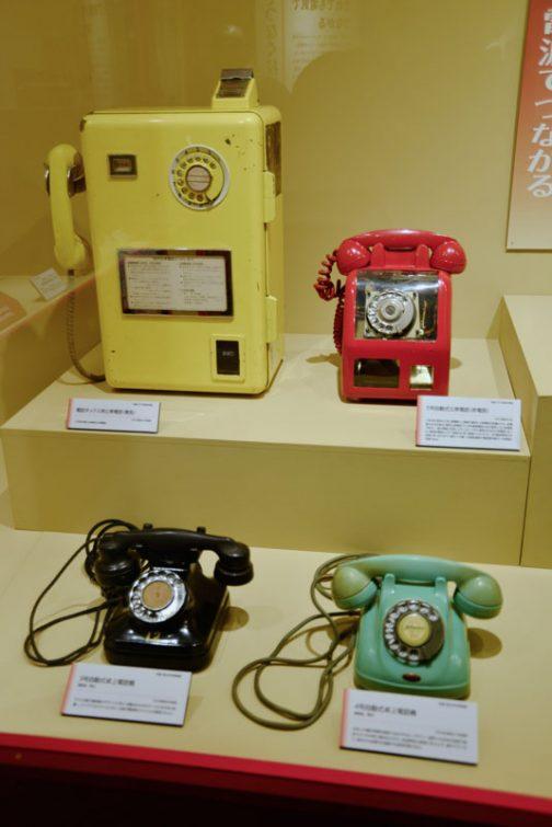 だんだん新しいものが展示されてきます。ダイヤル式の電話機。