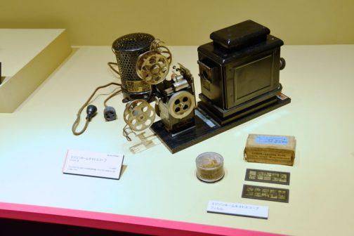 エジソンホームキネトスコープ 1912(大正元)年に発売された家庭用映写機。1914(大正3)年頃には、日本にも輸入された。