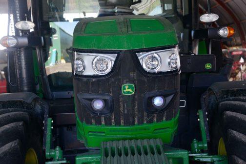 JD亡新しい?トラクターはオーナーの手が加わっていることが少ないので、例によって僕に引っ掛りがなく、ただただ写真を並べるだけになってしまいます。