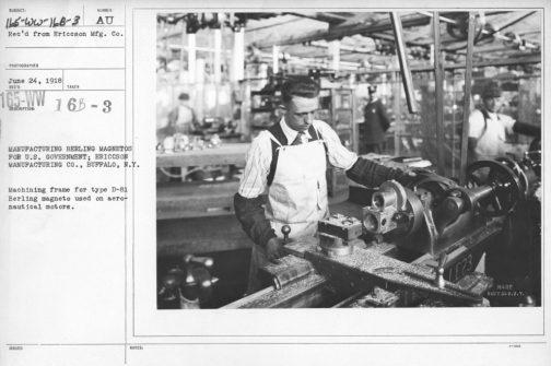 オートモ号は1924年から作られていたことはわかりました。このマグネトーはいつ頃作られたものなのでしょうか?探してみると航空器用のマグネトーを生産しているという写真が見つかりました。1918年のものです。アメリカって、こういうのを整理してアクセスできるよう整備するのが得意なのでしょうか。いいですよね。