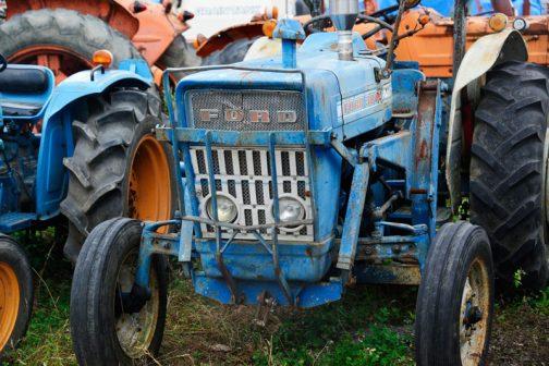 FORD3000です。tractordata.comによれば1965年〜1975年と10年もの間のロングセラーで、ディーゼルなら3気筒2.9Lで47馬力だそうです。FORD3000は撮りトラでもずいぶん取りあげていると思います。