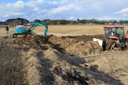 またまた移動します。ここは稲わらを集めるところから・・・