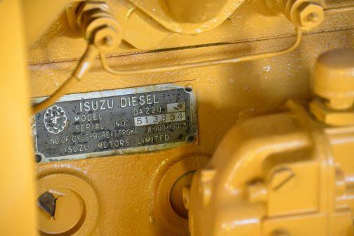 いすゞディーゼル DA220型。シリアルが513854で、510779の以前見たもののほうが古いです。