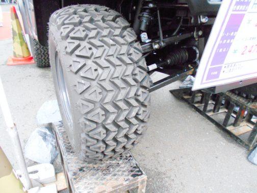 タイヤもなんだか雰囲気でていて、「前と変わっているのか?」と、以前の記事を見直したのですが、同じものでした。