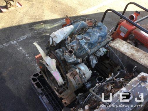 一方L2601のエンジンはD1301の3気筒エンジン。4気筒から3気筒にダウンサイジングしたんですね。