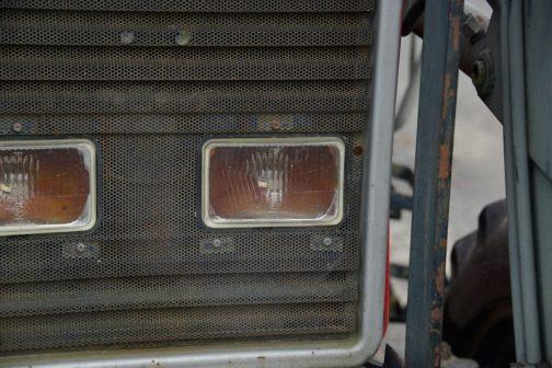 ヘッドランプはHELLA。メッキが剥げたのか、錆びたのか・・・こういうの、以前も見たことがあります。