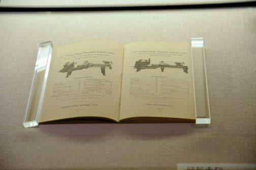 この旋盤、輸出していたのか英語のカタログがありました。