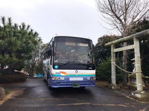 この日は同じ茨城県の龍ケ崎市から塗高地域資源保全会の一行がみえました。なんとバスです!