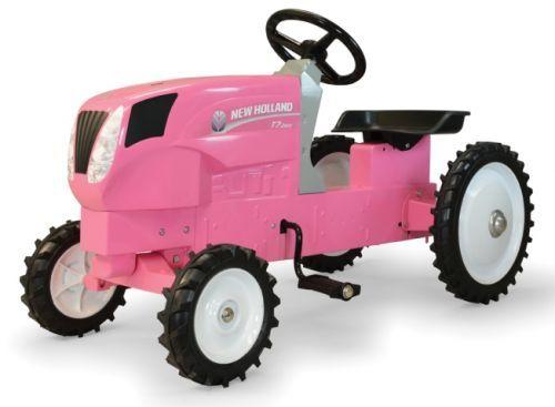 探してみるとメーカーを問わずピンクのトラクターがたくさん出てきます。大抵の子供はこれを与えられたら「コレジャナイ」って泣くと思います。また、大人の女性だってピンクのトラクターはイヤだと思うのですけど、もしかして「カワイイ♡」ってなるんですかねぇ・・・