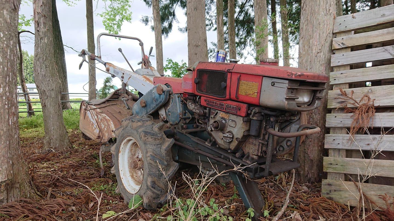 今日の材料はこのクボタKA700A型(耕うん機?)です。