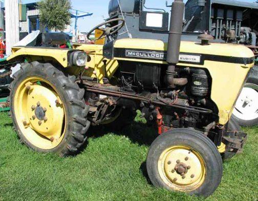 L型かT型か・・・クボタは普通のトラクターも供給していたようです。