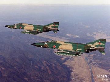下記ウィキより、RF-4E