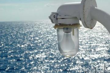 塩水に耐えるヘビーデューティなグッズに引かれてしまいます。これはランプでしょうか?