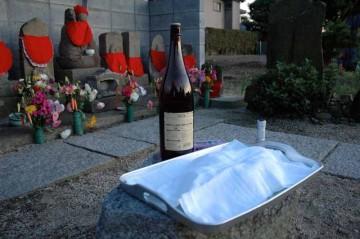 世話人は日本酒を用意して、お参りにくる女衆を待ちます。
