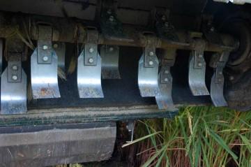 飼料コンバインベーラYWH1400Aの回転刃 ここいつがぶんぶん回ってバリバリバリ・・・と飼料稲を刈り取ります。結構音がうるさいです。