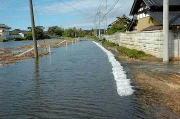 家の門から庭へ水が入ってきてしまいます
