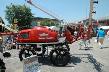 BSA-500 ハイクリブーム 何だかすごい機械ですが、稲の植わった田んぼの中を走って薬液などをかける機械のようです。500リットルタンク 水冷ディーゼルエンジン 散布幅7.8M 4WD/4WS 価格¥2,877,000
