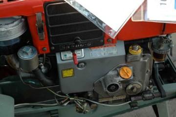 一方こちらは ヤンマーYC-80Gのエンジン こっちのはうが年式が新しいのかな?