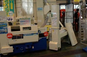 右 サタケ PC3500 モミクリーナー 価格¥252,000 左 サタケ ネオライスマスター NPS450EWAM 価格¥803,200