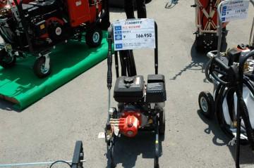 左 高圧洗浄機 WH1511 価格¥166,950 右 タンクキャリー動噴 TK25P 価格¥119,700