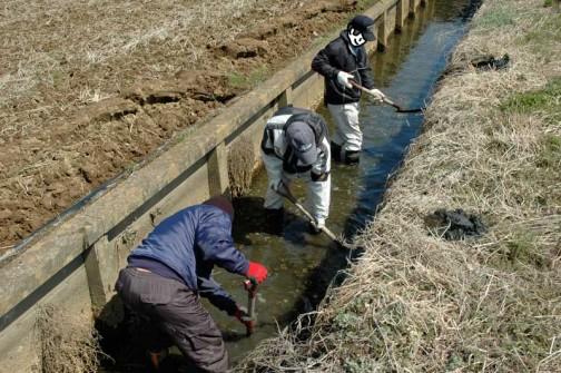農地・水・保全管理支払交付金 共同活動 水路の泥上げ