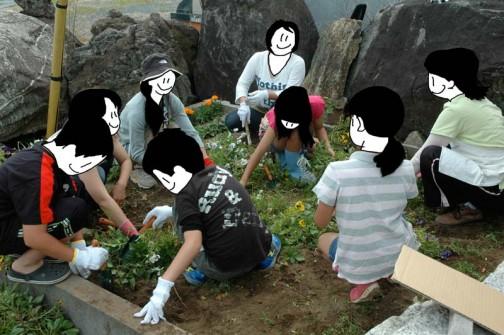お母さんの花端会議と化しています。子供達はしょっぱななのでまだ作業に集中しています。