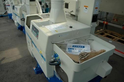 サタケ 籾摺機ネオライスマスター NPS550DWAM 年式はわからず 価格¥540000 メーカー希望価格が¥871500のものだそうです。