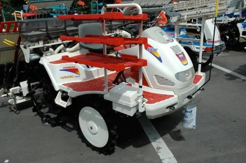 ヤンマー田植機6条植え VP6 年式などは見えません。施肥機が付いてるみたいです。 価格¥790000