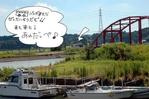 事前連絡により、「中新田むらづくり推進協議会」さん(長いのでどのように「約しているのですか?」と聞いたら、「むらづくり」です。とおっしゃっていたので、これから「むらづくり」さんとします)のバスはきっと大洗方面から来ると推測。涸沼川にかかる大貫橋にバス接近!あれかな?